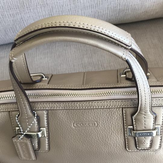 Coach Satchel in champagne Image 4