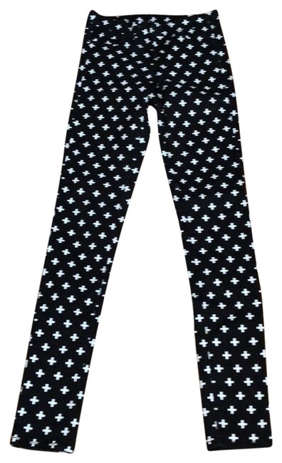 Preload https://img-static.tradesy.com/item/22923021/divided-by-h-and-m-skinny-pants-size-2-xs-26-0-1-650-650.jpg