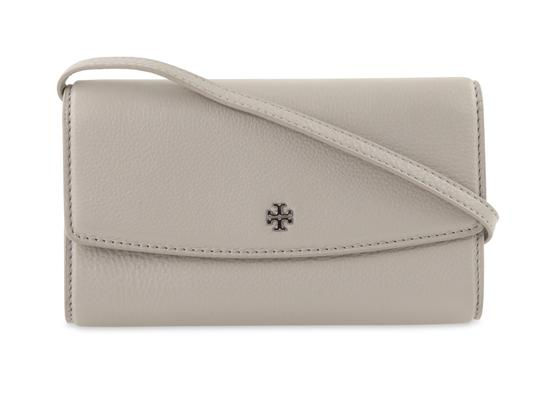 Preload https://img-static.tradesy.com/item/22927424/tory-burch-robinson-concrete-mini-flap-wallet-with-removable-strap-grey-leather-cross-body-bag-0-4-540-540.jpg