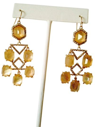 Preload https://img-static.tradesy.com/item/2292955/alexis-bittar-gold-nwot-champagne-quarts-and-mop-faceted-with-crystal-chandelier-earrings-0-0-540-540.jpg