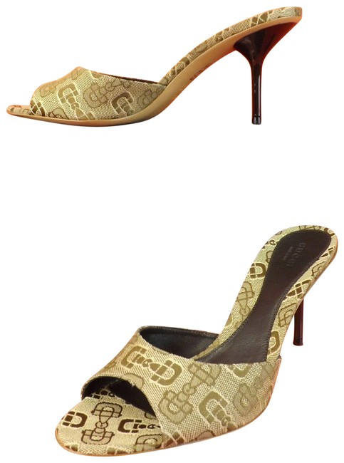 Item - Beige Horsebit Print Logo Canvas Sandals Pumps 6.5 #295093 Mules/Slides Size EU 36.5 (Approx. US 6.5) Regular (M, B)