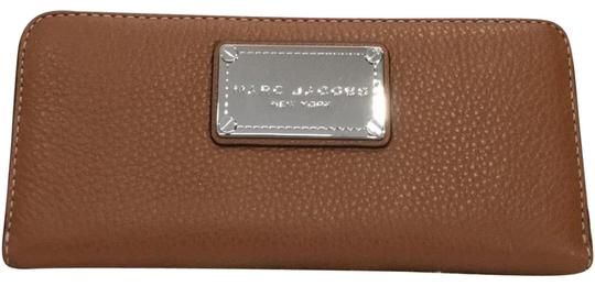 Preload https://img-static.tradesy.com/item/22935446/marc-jacobs-saddle-classic-standard-continental-leather-wallet-0-1-540-540.jpg