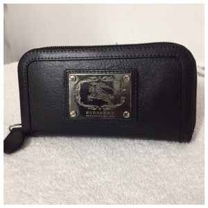 Burberry Authentic Burberry Black Leather Classic Long Zipper Wallet