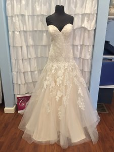 Allure Bridals Ivory/Gold Lace 9314 Traditional Wedding Dress Size 18 (XL, Plus 0x)