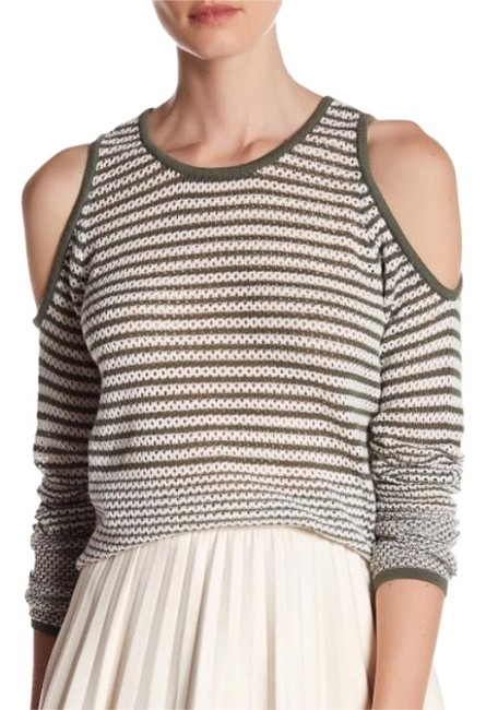 Preload https://img-static.tradesy.com/item/22935909/romeo-and-juliet-couture-shoulder-long-sleeve-knit-olive-sweater-0-1-650-650.jpg