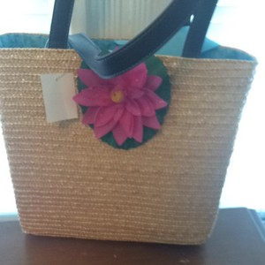 Other Flower Accent Tote in Straw