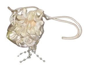 PurseN Evening After Five Formal Special Occasion Bridal Wristlet in White