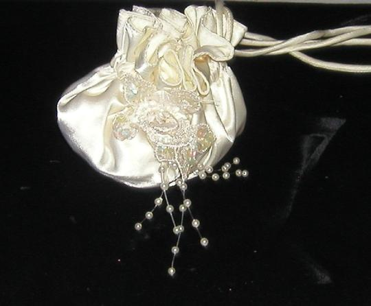 PurseN Evening After Five Formal Special Occasion Bridal Wristlet in White Image 2