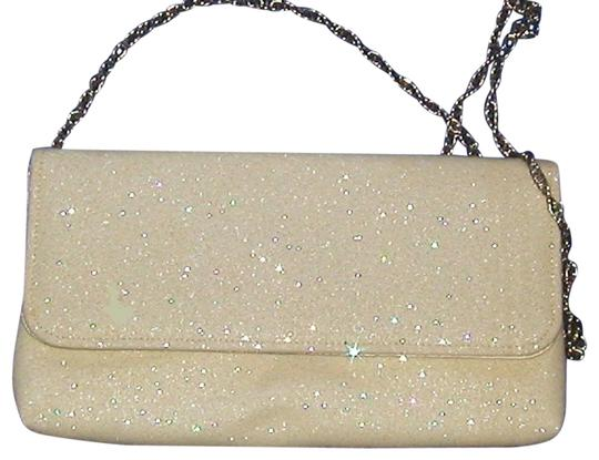 Preload https://img-static.tradesy.com/item/22936494/pursen-a1308u-envelope-shimmer-white-vinyl-clutch-0-1-540-540.jpg