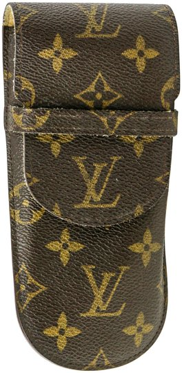 Preload https://img-static.tradesy.com/item/22936641/louis-vuitton-monogram-canvas-case-0-1-540-540.jpg