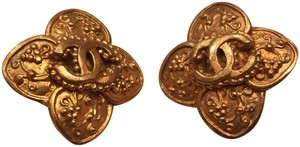 Chanel Vintage Chanel Gold Clip On Earrings