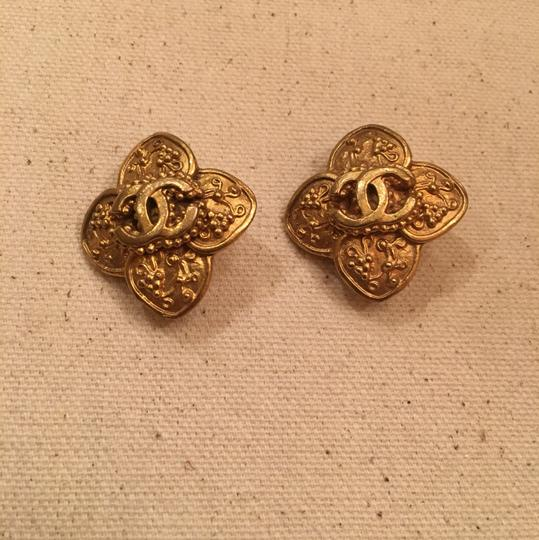 Chanel Vintage Chanel Gold Clip On Earrings Image 2