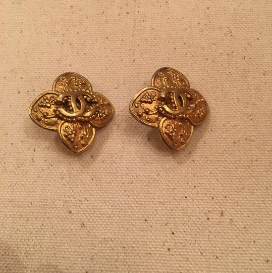 Chanel Vintage Chanel Gold Clip On Earrings Image 3