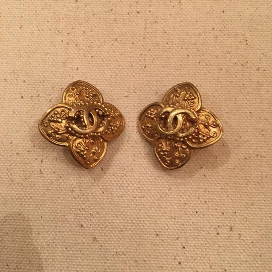 Chanel Vintage Chanel Gold Clip On Earrings Image 4