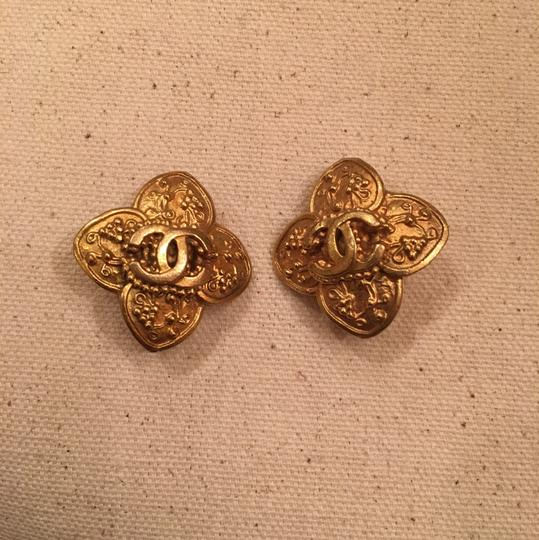 Chanel Vintage Chanel Gold Clip On Earrings Image 8