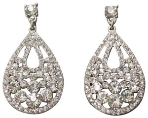 JEWELRYMAKEOVERPARTY Classic Pear-Shaped Rhinestone Earrings