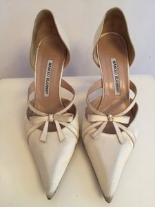 Manolo Blahnik Audrona Ivory Satin Pumps. Wedding Shoes