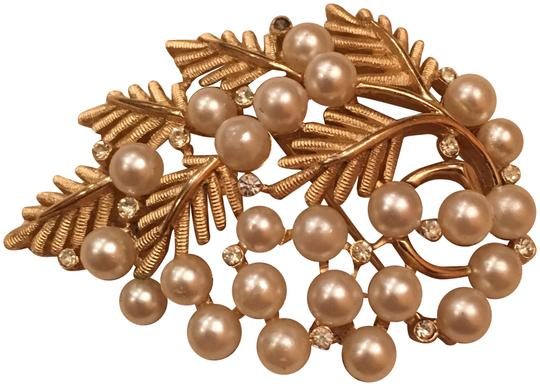 Preload https://img-static.tradesy.com/item/22936859/trifari-gold-vintage-pearl-and-stone-leaf-brooch-pin-0-1-540-540.jpg