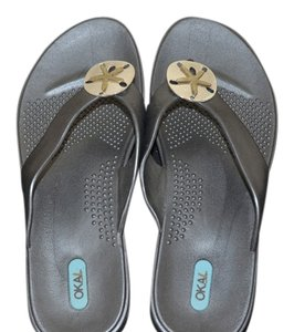 OKA b. gray with two tone sand dollar Sandals
