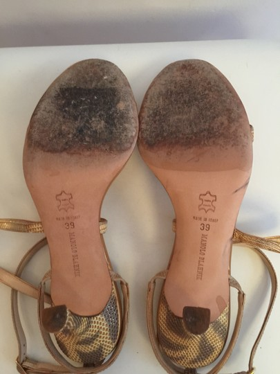 Manolo Blahnik Gold Pumps Image 4