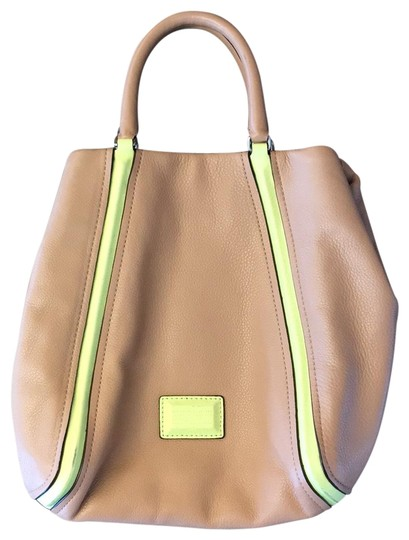 Preload https://img-static.tradesy.com/item/22938544/marc-by-marc-jacobs-structured-tan-leather-hobo-bag-0-1-540-540.jpg