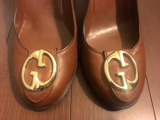 Gucci Leather Logo Silver Hardware Round Toe Brown Pumps Image 1