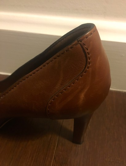 Gucci Leather Logo Silver Hardware Round Toe Brown Pumps Image 6