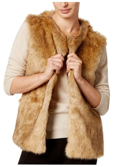 Preload https://img-static.tradesy.com/item/22940183/inc-international-concepts-natural-faux-fur-vest-size-12-l-0-2-650-650.jpg