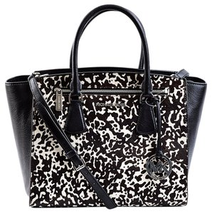 Michael Kors 30t4mohs3h Satchel in Black/White