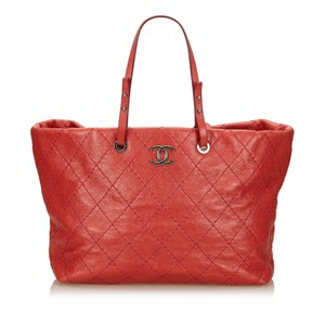 Chanel 7lchto001 Tote in Red