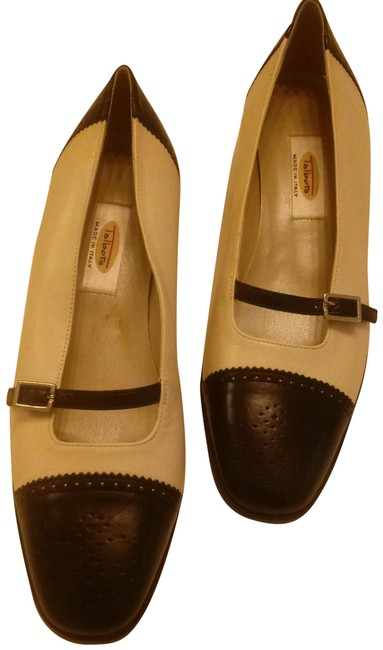 Item - Cream and Black Two Tone Mary Jane Pumps Size US 6.5 Regular (M, B)