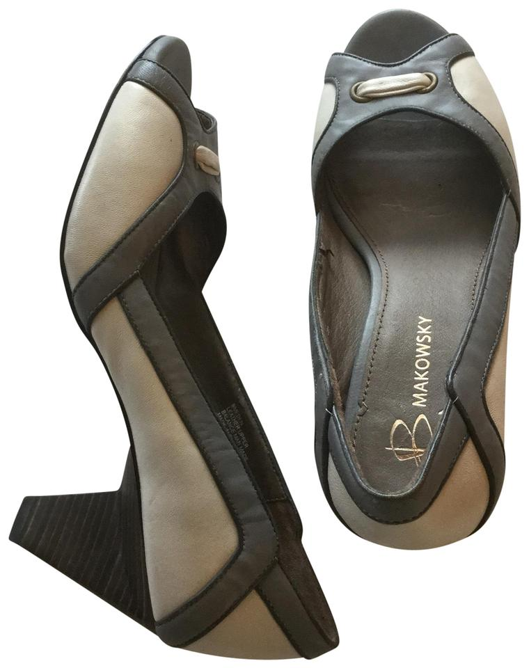 436d4e360fb B. Makowsky Grey and Ivory Wooden Heel Pumps Size US 7.5 Regular (M ...