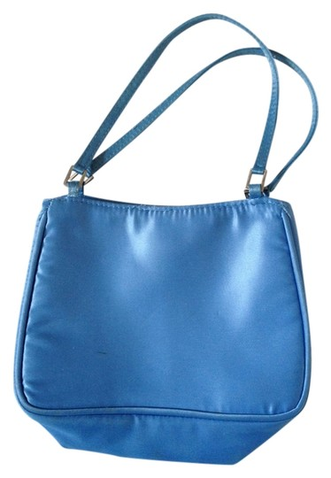 Preload https://img-static.tradesy.com/item/2294901/henri-bendel-handbag-blue-satin-wristlet-0-0-540-540.jpg