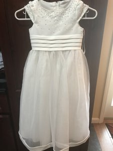 David's Bridal White Polyester Style #v1013 Bridesmaid/Mob Dress Size 4 (S)