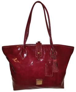 Dooney & Bourke Extra-large Patent Leather Tote in Cranberry