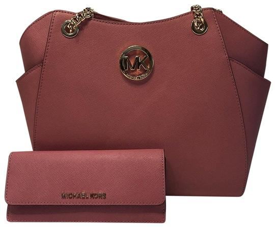 Preload https://item5.tradesy.com/images/michael-kors-jet-set-travel-lg-chain-tote-and-matching-wallet-tulip-saffiano-leather-shoulder-bag-22951514-0-2.jpg?width=440&height=440