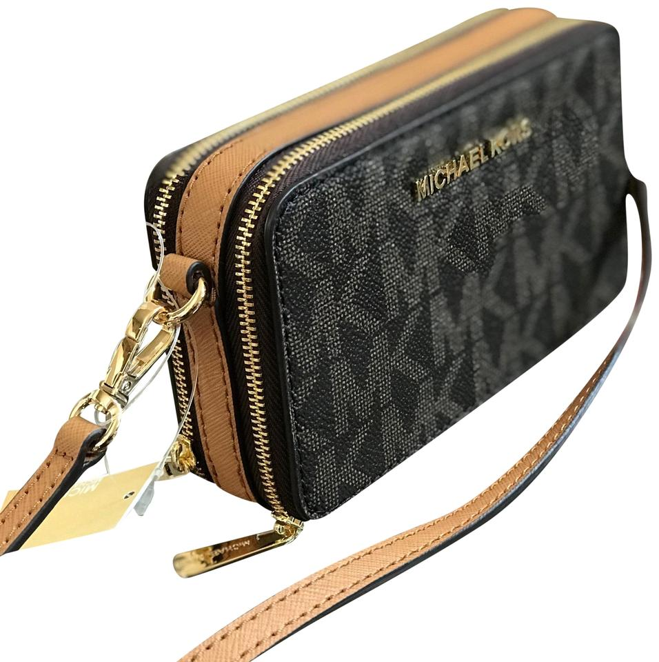 82469ac0f561 Michael Kors Jet Set Travel Mf Phone Iphone Signature Mk Cross Body Bag  Image 0 ...