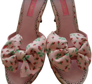 Betsey Johnson Vintage Platform Detail Monogram Pink Sandals