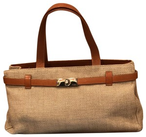 Beige Beach Bags Up To 90 Off At Tradesy