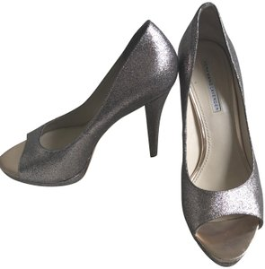 Vera Wang Lavender Label Silver/Pewter Glitter Pumps