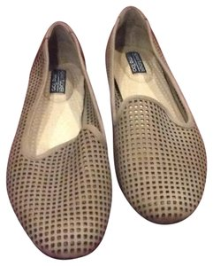 Adam Tucker by Me Too taupe Flats