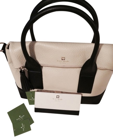Preload https://item3.tradesy.com/images/kate-spade-buttermilk-and-black-southport-avenue-stacy-carmen-bag-wallet-2296162-0-0.jpg?width=440&height=440