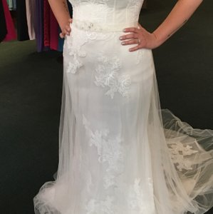 CHRISTOS Ivory Tool The Traditional Wedding Dress Size 10 (M)