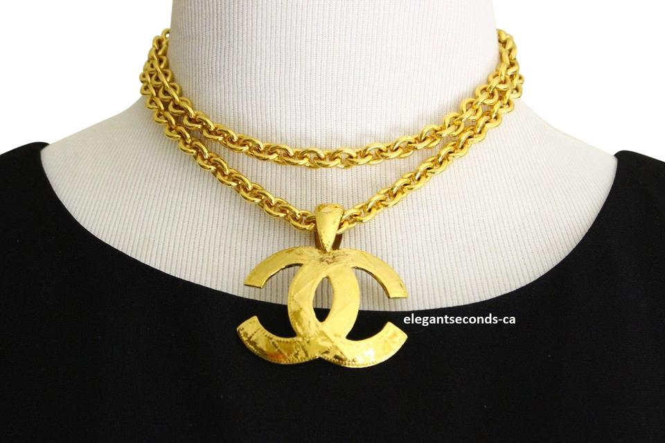 a9197e0a77df41 Chanel Authentic Vintage Chanel Goldplated Necklace with CC Logo Pendant  Image 0 ...