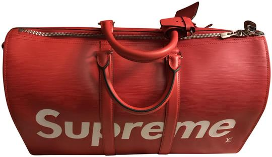 Preload https://img-static.tradesy.com/item/22967744/louis-vuitton-duffle-limited-edition-lv-x-supreme-red-leather-weekendtravel-bag-0-1-540-540.jpg
