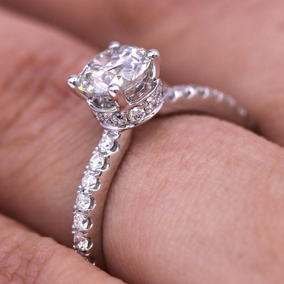 Classic and Timeless 1.08 Carat Round Cut Diamond Engagement Ring ...