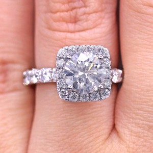 Dazzling Round Cut Diamond with Square Halo Engagement Ring