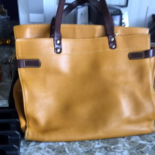 Vigant Tote in Mustard And Brown
