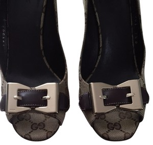 Gucci Ebony GG Print / Brown Leather Buckle Pumps