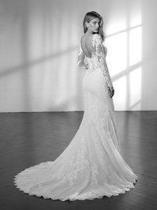 St. Patrick Off White Lace and Zama Sexy Wedding Dress Size 8 (M)